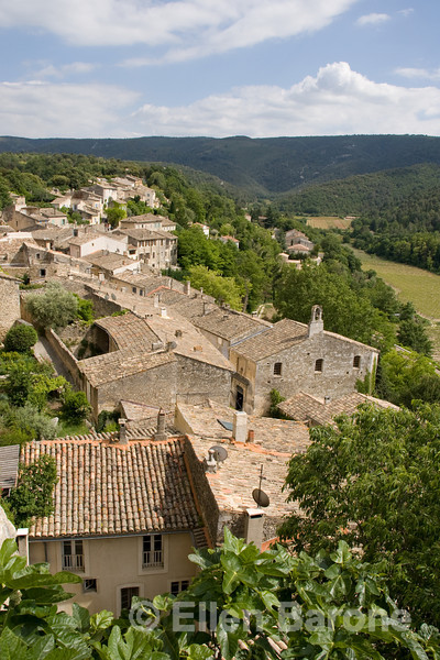 The lovely hillside village of Menerbes, the Luberon, Provence, France, Europe
