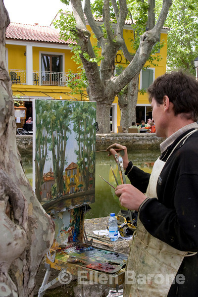 An artists paints the lovely village of Cucuron, Provence, France, Europe