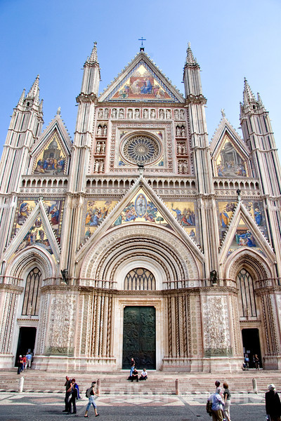 Some 300 years in the building, Orvieto's Duomo (begin in 1290) with it's magnificent facade, is one of Italy's greatest cathedrals, Orvieto, Umbria, Italy