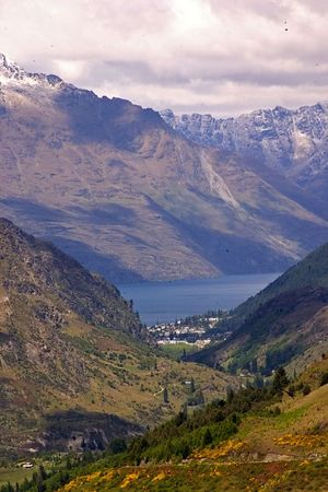 Queenstown, Lake Wakatipu backed by the Remarkables mountain range, Queenstown, South Island, New Zealand