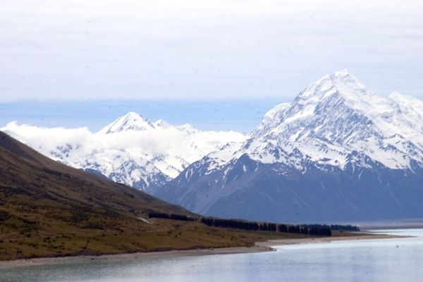 Lake Pukaki with Mt. Cook and the southern alps  in the background, Mount Cook National Park, South Island, New Zealand