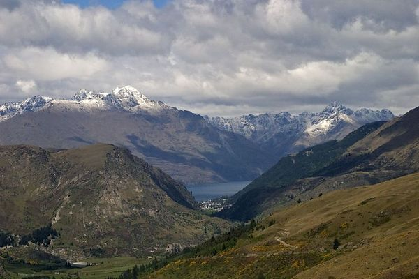 Lake Wakatipu is flanked by the stunning snowcapped Remarkables mountain range, Queenstown, South Island, New Zealand