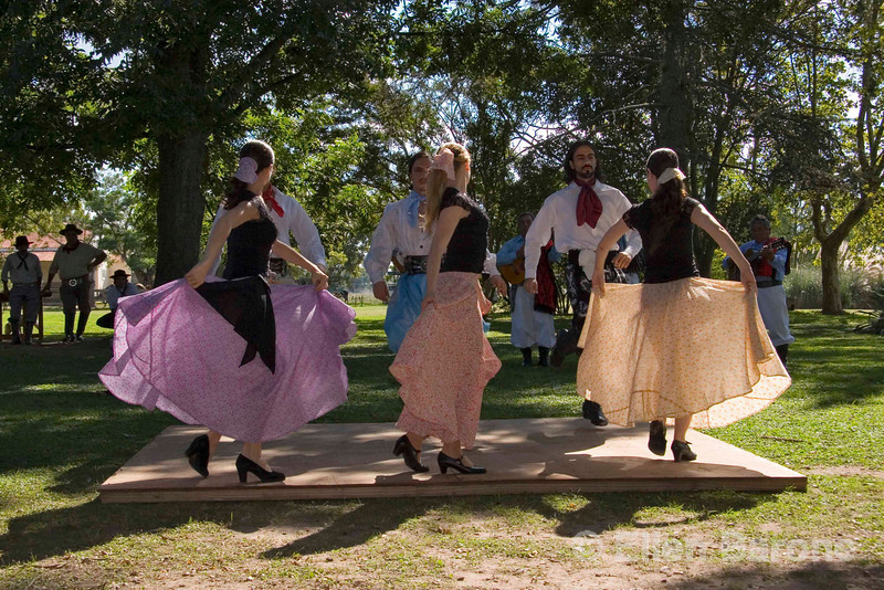Traditional folkloric dancers, El Ombœ de Areco, an historical estancia (ranch) just over an hour's drive from downtown Buenos Aires, is located in San Antonio de Areco, birthplace of the gaucho tradition, Argentina, South America.