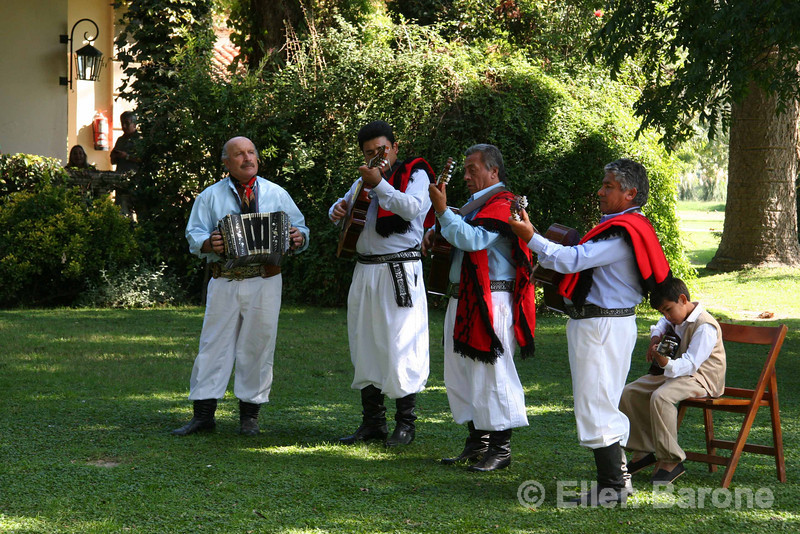 Traditional musicians, El Ombœ de Areco, an historical estancia (ranch) just over an hour's drive from downtown Buenos Aires, is located in San Antonio de Areco, birthplace of the gaucho tradition, Argentina, South America.