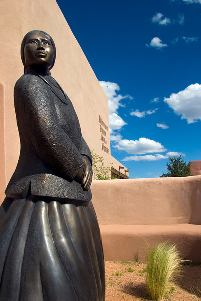 Bronze, Kayenta by Doug Hyde, Museum of Indian Arts & Culture, Museum HIll, Santa Fe, New Mexico, USA.