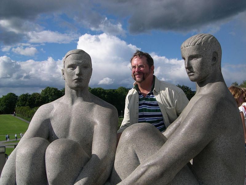 Dick with two friends at Vigeland