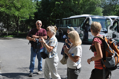 EVERYone takes pictures of the signs at the entrance...  From left to right: Brad, Becky, Christie, Diane, and Brenna.