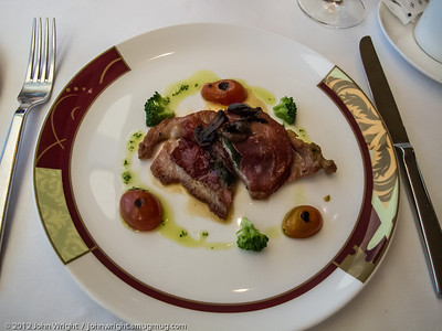 My entree:  Veal Scalloppini with Proschiuto in the middle.