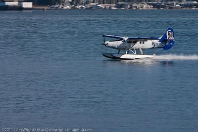 DHC-3 Otter touchdown