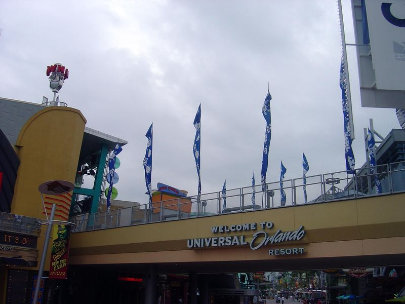 "The entrance to <a href=""http://themeparks.universalstudios.com/orlando/website/index.php?__source=UO.REDIR"">Universal Studios Orlando.</a>"