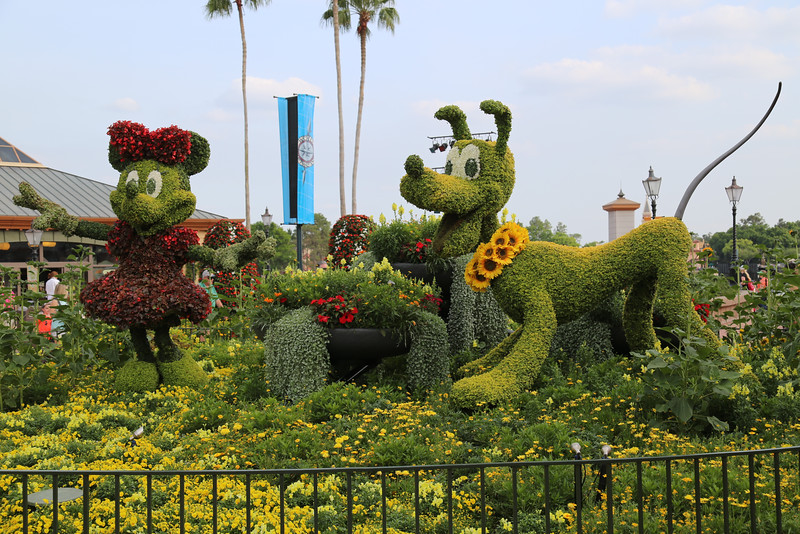 "EPCOT - ""Minnie & Pluto"" topiary"