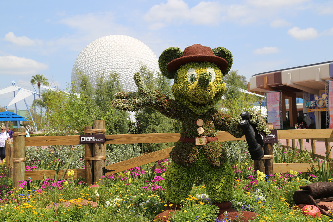 "EPCOT - ""Mickey"" topiary"