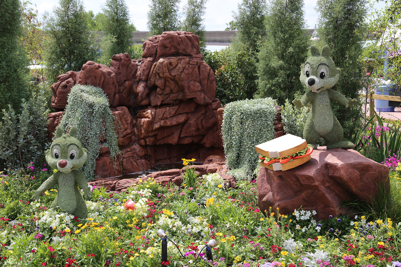 "EPCOT - ""Chip and Dale"" topiary"