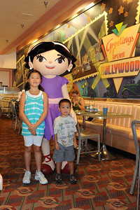 9:10AM Character breakfast at Hollywood and Vine Restaurant