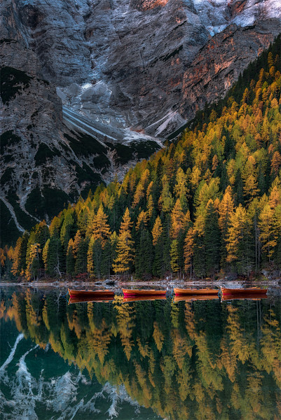 Lago di Braies, canoes and larches