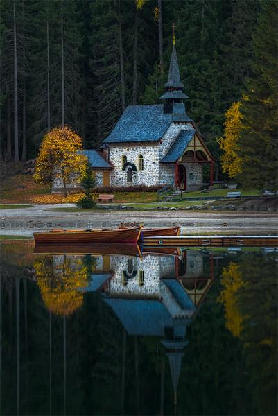 Lago di Braies chapel
