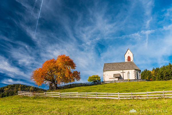 San Giacomo church in Val di Funes on a sunny fall afternoon