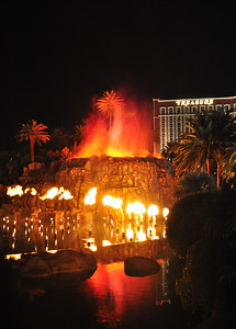 Another flaming attraction of Las Vegas is the famous exploding volcano outside the Mirage Hotel & Casino....an evening sidewalk attraction for the last 22 years.
