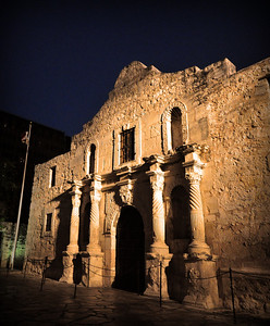 In the evening, after the interior of the church has been closed to the public and the crowds have departed, the Alamo takes on a more peaceful -- and majestic -- aura.