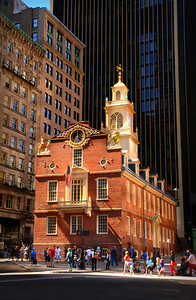 After the American Revolution, the building served as the first state house for the newly-formed Commonwealth of Massachusetts. Then it was used for a variety of purposes in the 19th century, including shopping arcade, city hall, post office, merchants' exchange, and offices. In 1881 The Bostonian Society restored the building, and has operated it as a museum ever since.  Today the building's old wine cellars serve as a downtown subway station.