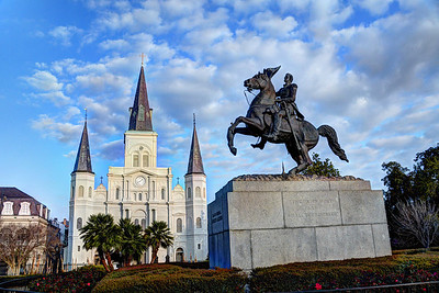 We ended our afternoon stroll at New Orleans most famous landmark - Jackson Square with its statue of Andrew Jackson in the center and on one side, the Cathedral of Saint Louis.