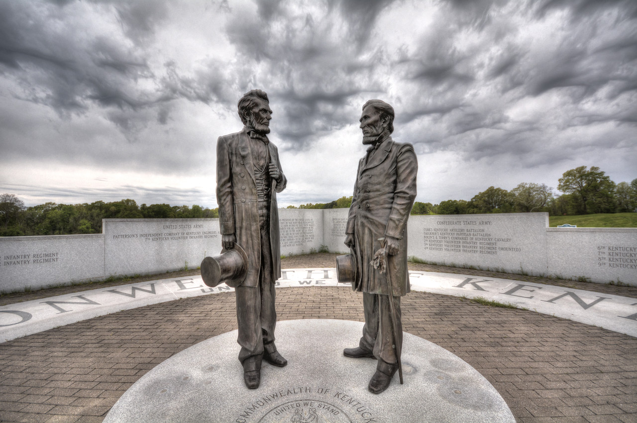 The Kentucky Memorial is especially interesting since the state furnished troops to both Union and Confederate forces.  The memorial, placed in the park in 2001, depicts U.S. President Abraham Lincoln and Confederate President Jefferson Davis, a reflection of a state whose citizens were often divided by their loyalties.