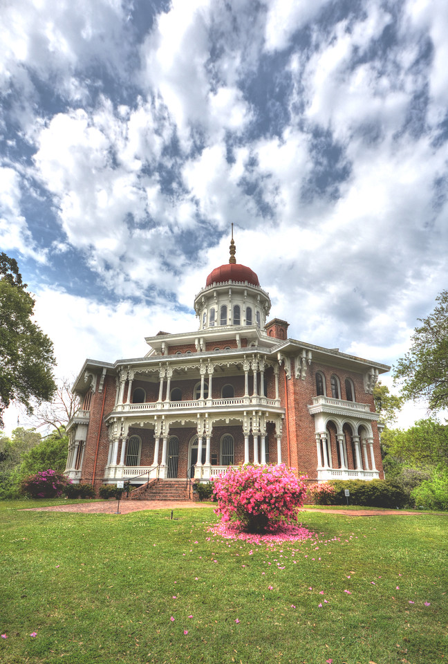 Longwood would be the last burst of southern opulence in Mississippi before the Civil War brought the dominance of the cotton barons to a sudden end. Today the structure remains a place where time just stopped.