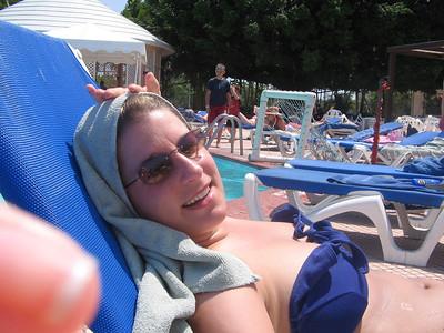 Leanne poolside
