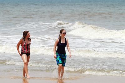 033 Rachel and Haylee in the surf