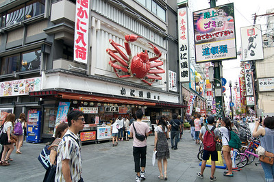 Kanidouraku in Namba. An often photographed seafood place.