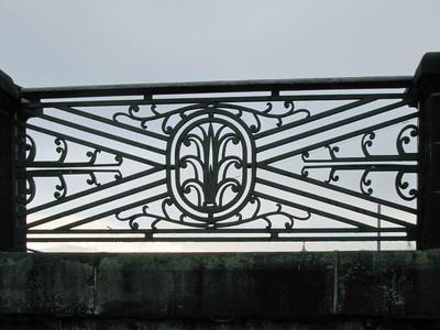 August' bridge. Grille (fragment).