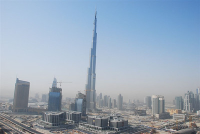 Another great shot of the Burj Dubai and it almost looks like a painting.  Its surreal isn't it?  The building on the left is a hotel which is joined onto Dubai Mall.