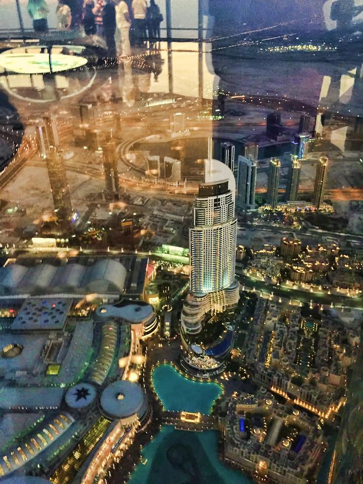 burj khalifa looking down