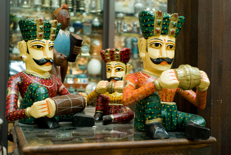 Musicians at Souk Medinat Jumeirah. Tintin's been at the walnut juice again. <br /> M8, Summicron 35.