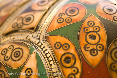A colorful vase with gold decorations in Dubai, United Arab Emirates (UAE), May 27, 2009. /© Cody Williams.