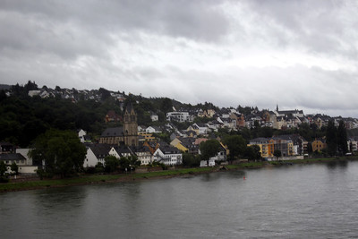 taken from the bus on the way to Marksburg Castle