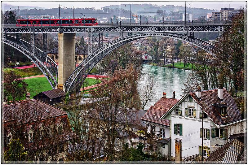 Commuter Train, Berna, Switzerland
