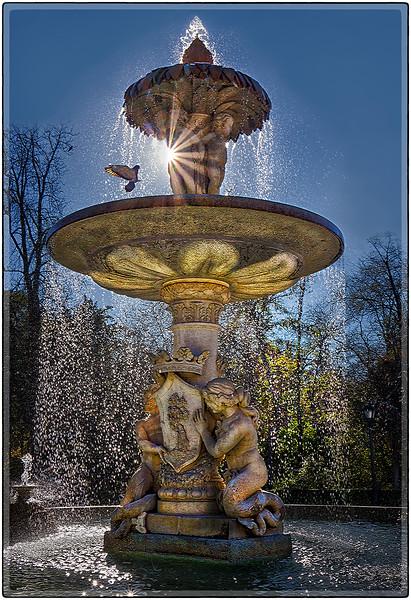 Fuente en el Parque del Retiro, Madrid, Spain