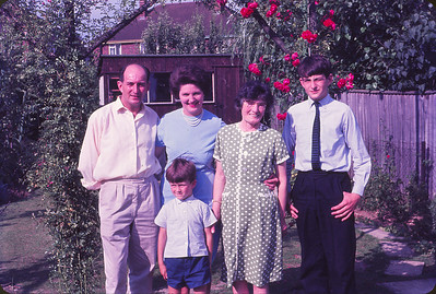 Cousins Mair and Ron with some of their family in Maidstone