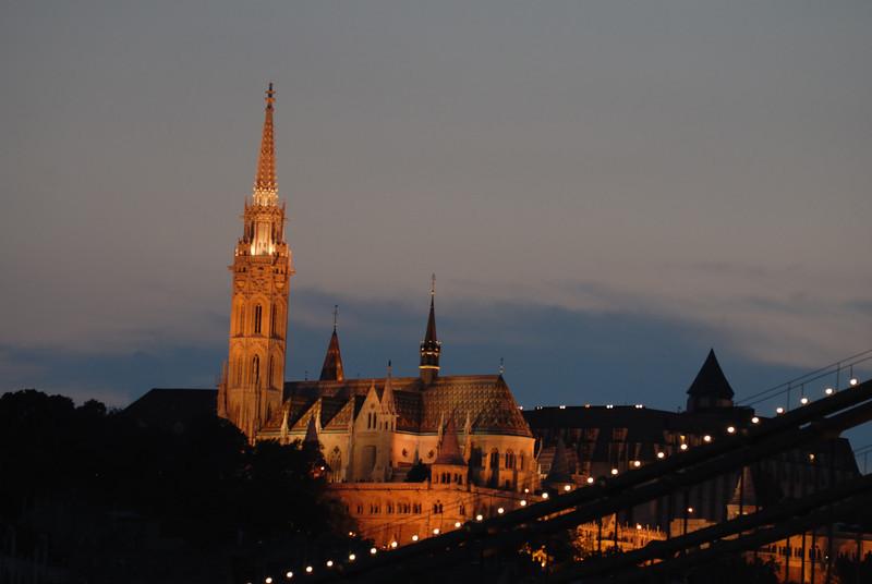 Ma'tya's-templon: Matthias' Church: dusk, closer