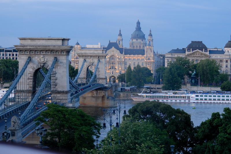Sze'chenyi La'nchi'd & Szent Istva'n-bazilika, Chain Bridge and St Stephen Basilica, still going up on funicular, Budapest Hungary