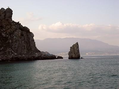 Einhver klettur og Yalta í baksýn.