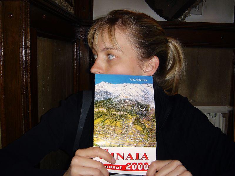 Sinaia er lítill fjallabær í Transilvaníu og Sonja er þarna með kort af bænum.