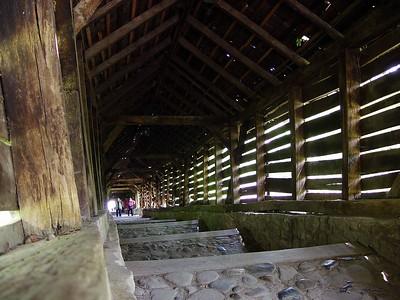Þetta kallast skólagangurinn og er 172 þrep og var byggt yfir hann árið 1642.