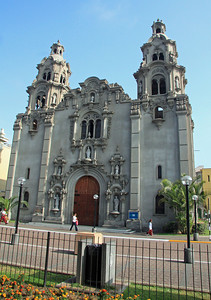 The Iglesia de la Virgin Milagrosa only dates to 1939 even though it is built in an older style.