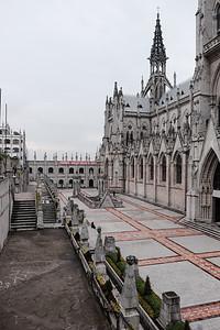 The courtyard at the Iglesia La Basílica.