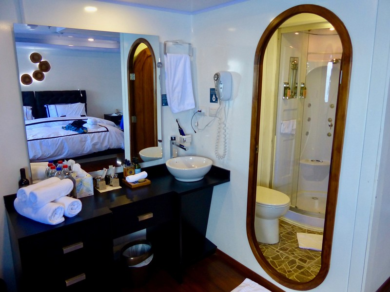 Sink and bath, Cabin #8