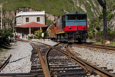 Train at Sibambe Station