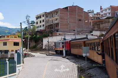 The train to the Devil's Nose is returning to San Pedro de Alausí, Ecuador