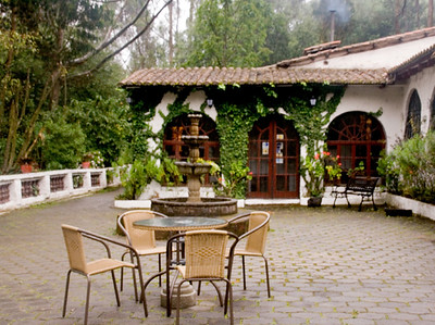 San Jorge Lodge courtyard